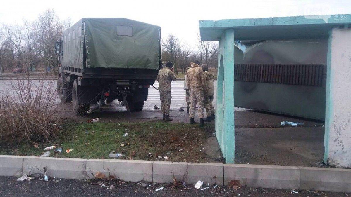 ВНиколаевской области автомобиль Нацгвардии въехал востановку, погибла девушка,
