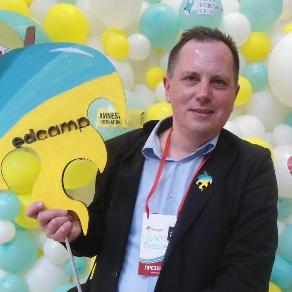 Заслужений вчитель України, шеф-редактор порталу
