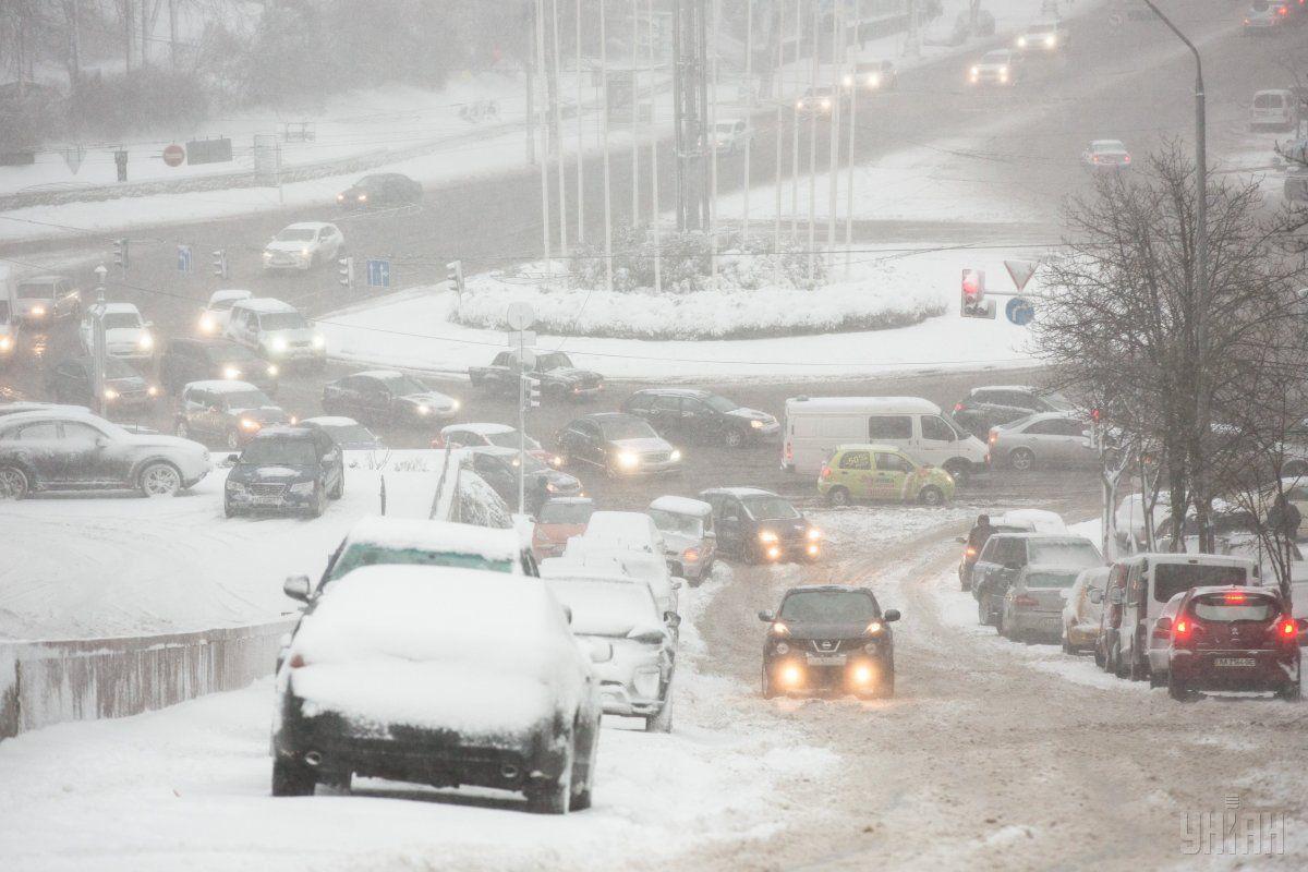 Завтра, 19 грудня, у разі несприятливих погодних умов обмеження діятиме з 06:00 / фото УНІАН