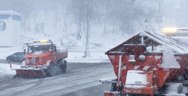 Київська влада закликає не їздити власними авто протягом кількох днів через сильні снігопади / фото kyivcity.gov.ua