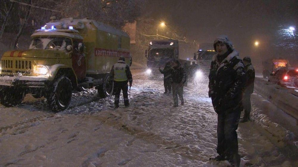 Вместе с Кличко в уборке снега инспектировал и руководитель