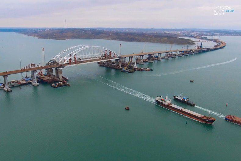 Оккупанты постоянно бахвалятся строительством Крымского моста / фото most.life