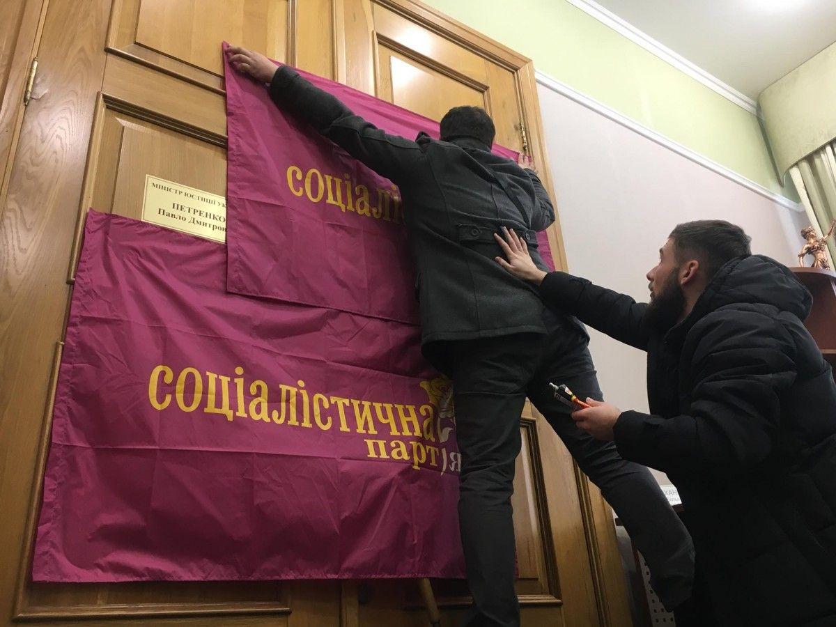 Соратники Капліна в приймальні Петренка / фото facebook.com/kaplins