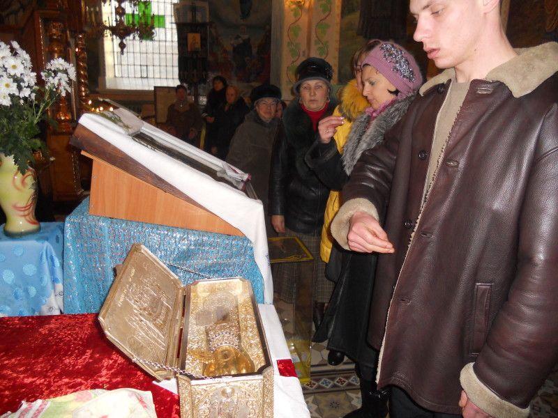 Перед ковчегом з мощами святого здійснюються богослужіння та молебні / zhytomyr-eparchy.org