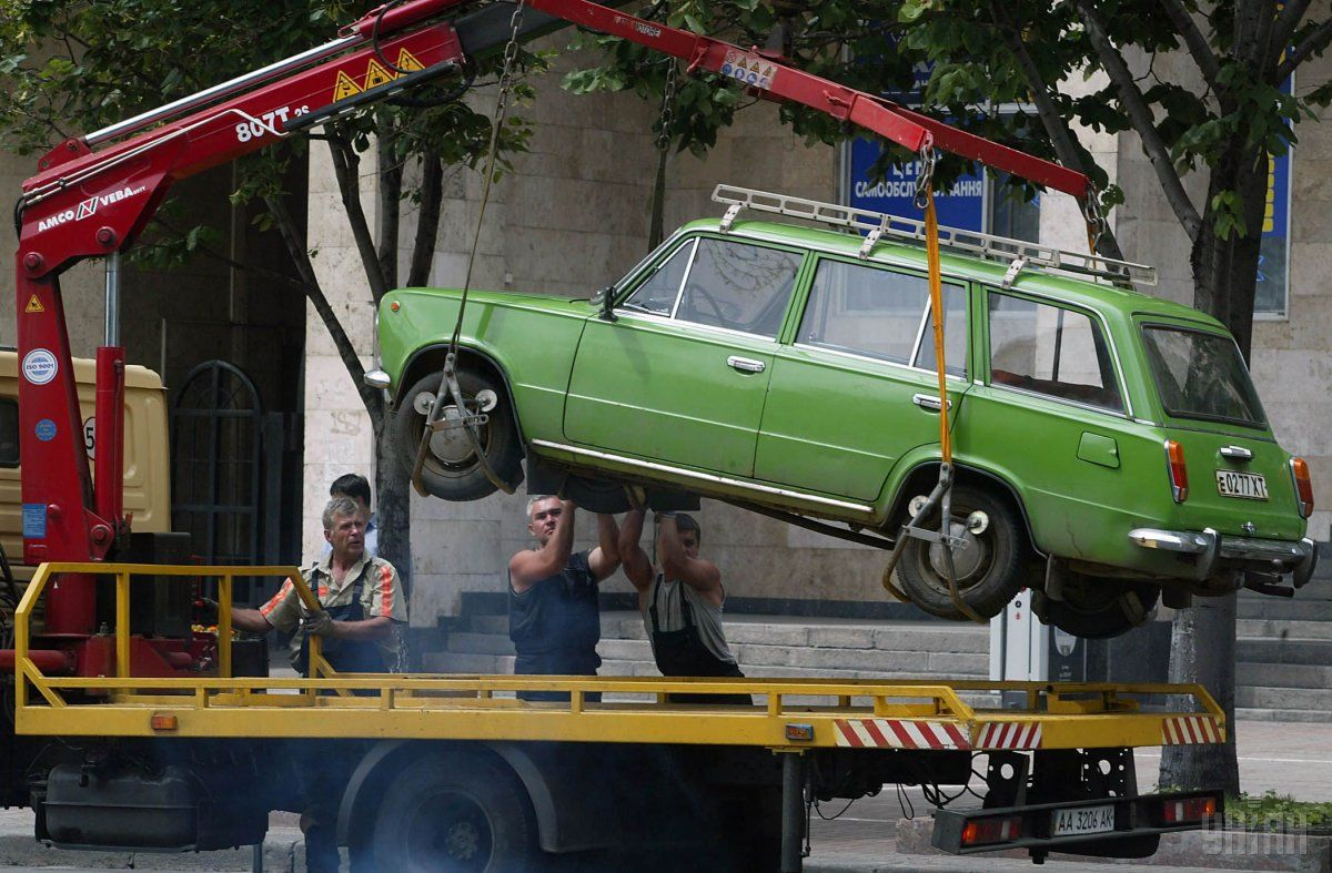 Рада дозволила евакуацію автомобілів / фото УНІАН