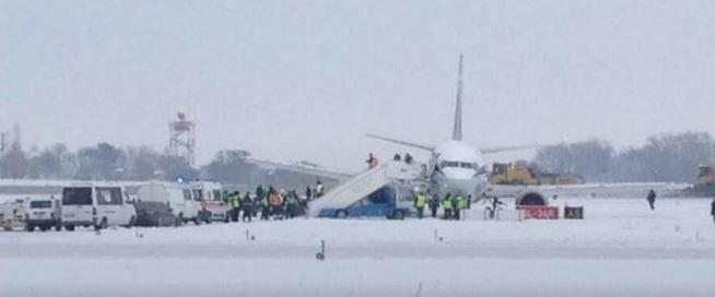Зі смуги зійшов літак білоруської компанії / фото ТСН