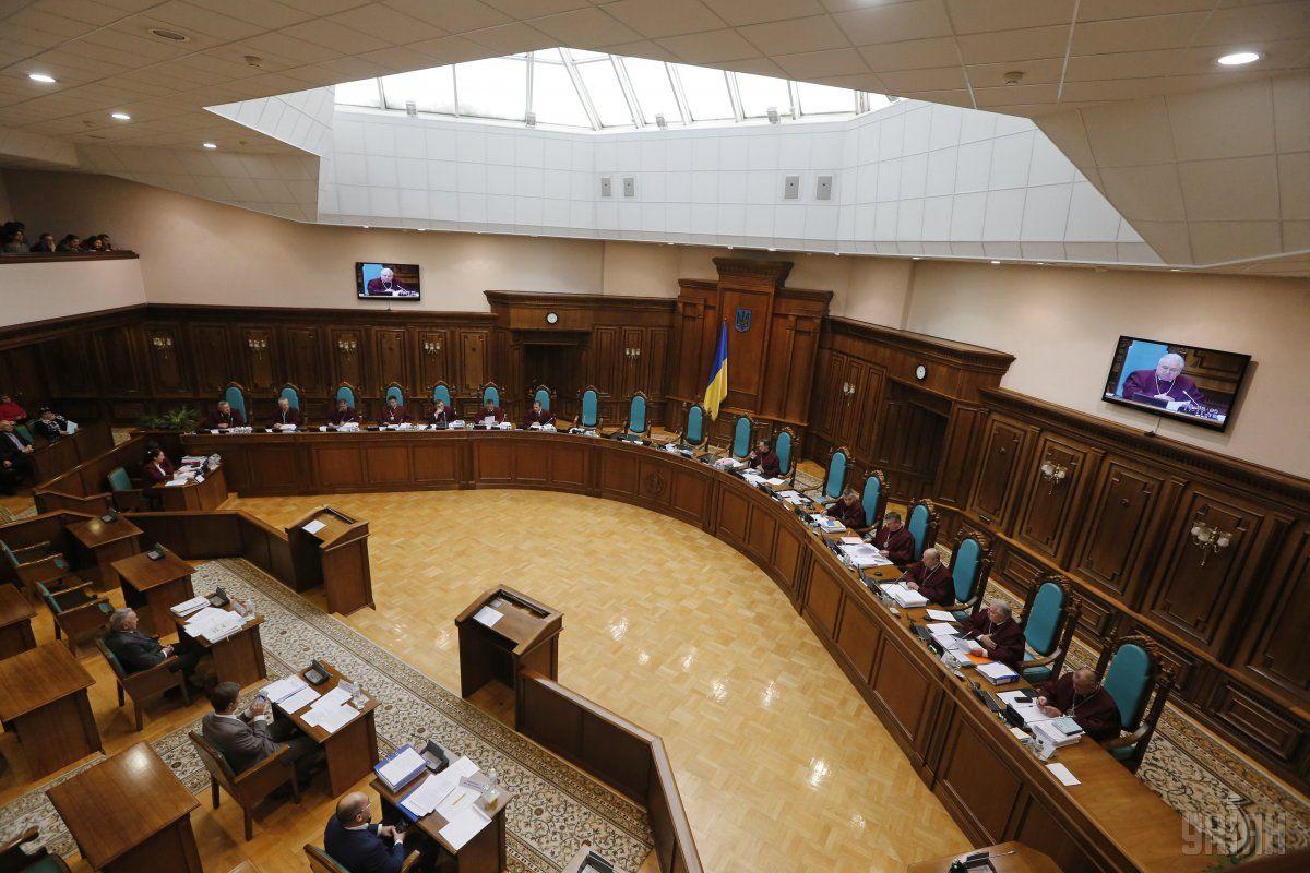 КСУ начал рассмотрение вопроса о конституционности указа президента о роспуске парламента / фото УНИАН