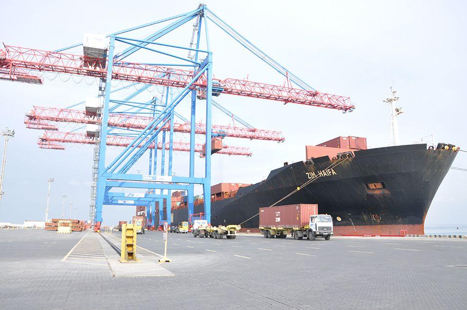 В Одесский порт зашел первый контейнеровоз-пятитысячник / фото port.odessa.ua