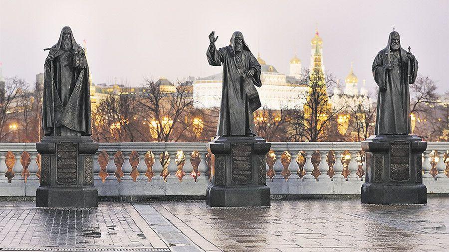 Ескіз монумента патріарху Кирилу скульптор тримає в секреті / iz.ru