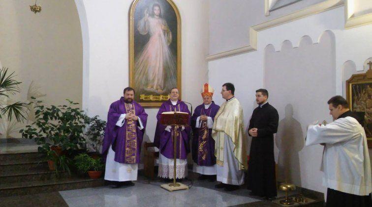 Нунций произнес проповедь и наделил верующих Папским благословением / kmc.media