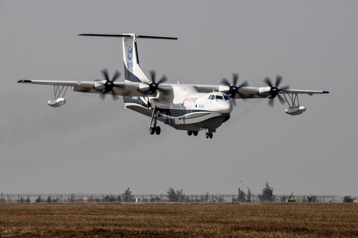 УКитаї здійснив перший пробний політ найбільший усвіті літак-амфібія