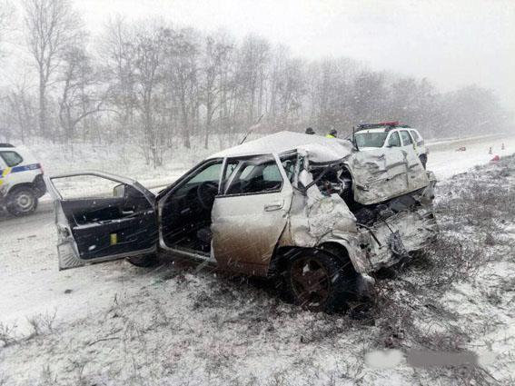 Неподалеку от Славянска пассажирский автобус столкнулся савтомобилем