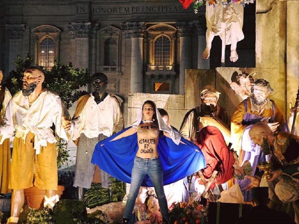 Активистка движения Femen оголилась в Ватикане перед рождественской службой / newsone.ua