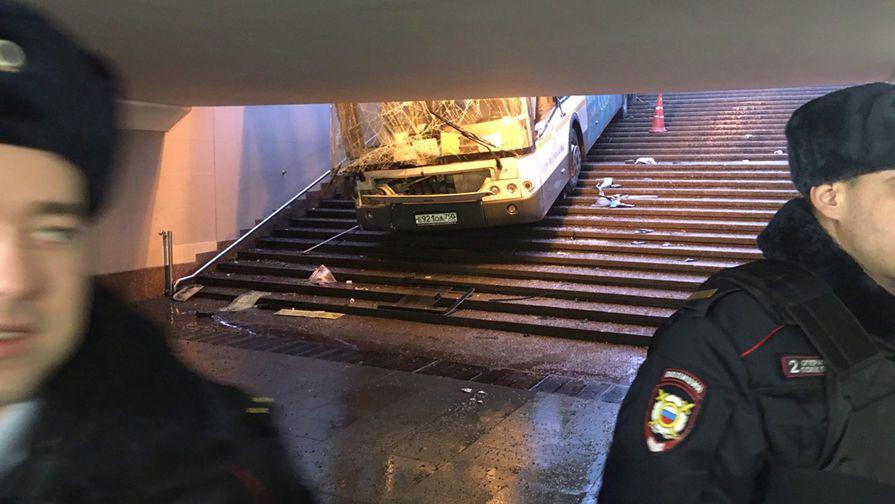 В Москве задержали водителя автобуса, который на ехал на толпу / газета.ру