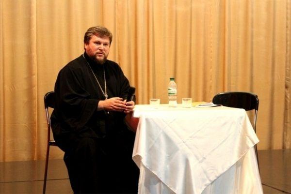 Протоієрей Геннадій Батенко лікар за освітою / foma.in.ua