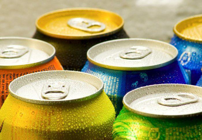 Употребление сладких напитков приводит к появлению лишнего веса у детей и взрослых / фото korysne.co.ua