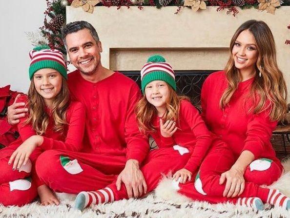 Беременная Джессика Альба опубликовала семейную открытку к Рождеству / Instagram