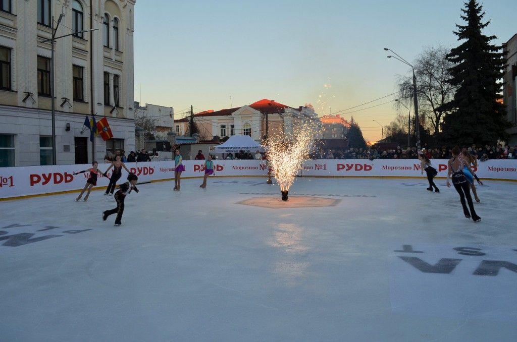 За катком осуществляется круглосуточное видеонаблюдение / фото zt-rada.gov.ua