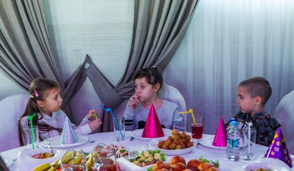 На святі побували діти переселенців і діти з багатодітних сімей / eparhiya.od.ua