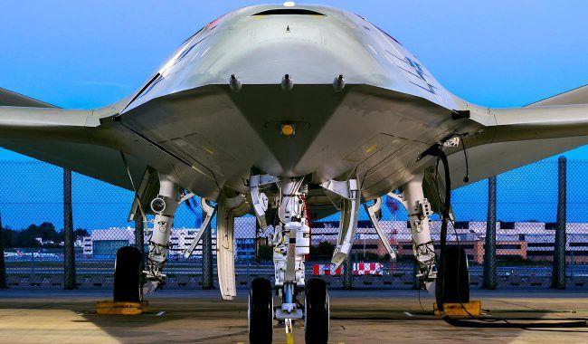 Безпілотний танкер має здітність складати крила під час транспортування / скріншот