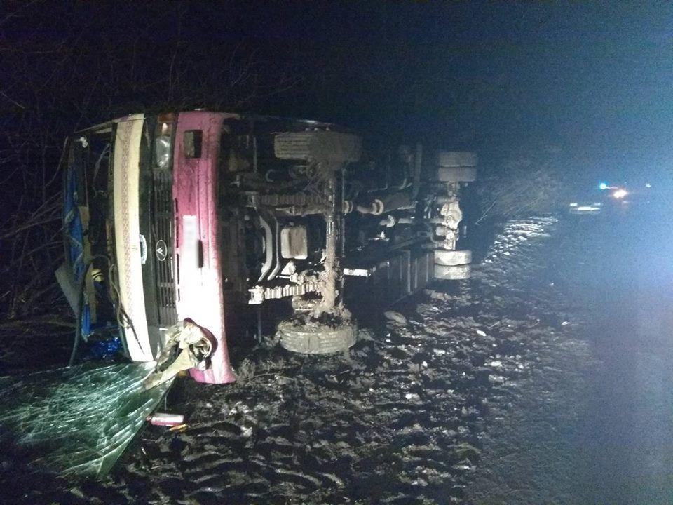 ВКиевской области пассажирский автобус слетел вкювет