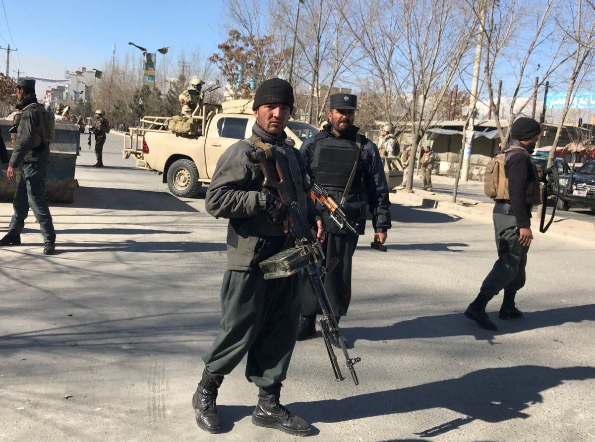 Силовики на месте взрыва в Кабуле / REUTERS