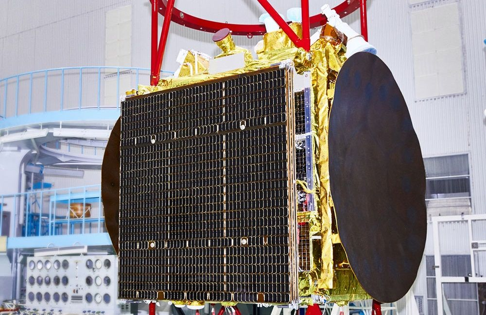 Супутник AngoSat-1 перед відправкою на Байконур / фото energia.ru