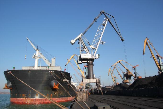 В Україну прибули ще два судна з американським вугіллям / фото port-yuzhny.com.ua