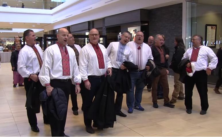 В Канаде около двух десятков мужчин спели
