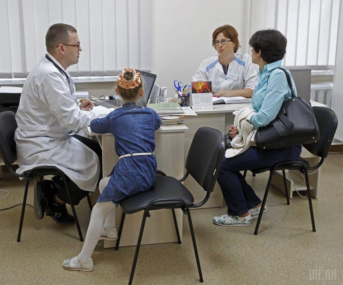 Одним из самых заметных для украинцев изменений в системе здравоохранении стало подписание деклараций с врачами / фото УНИАН