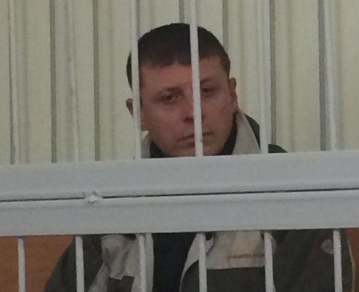 Он также по указанию российских кураторов конвоировал пленников на территорию РФ / фото facebook.com/LarysaSargan