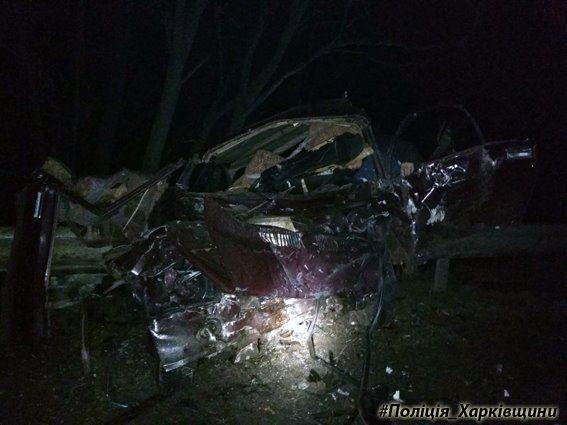 Водитель и пассажиры Ваза погибли / фото полиция Харьковщины, Facebook