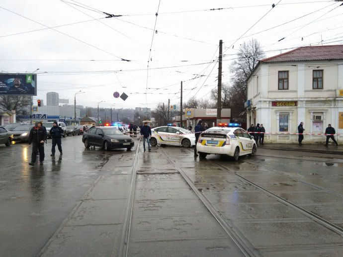 Вечером силовики освободили заложников и задержали злоумышленника / фото
