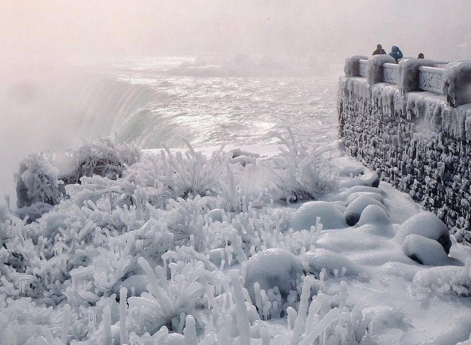 Водяная пыль превращается в лед в воздухе / фото twitter.com/JohnCohen