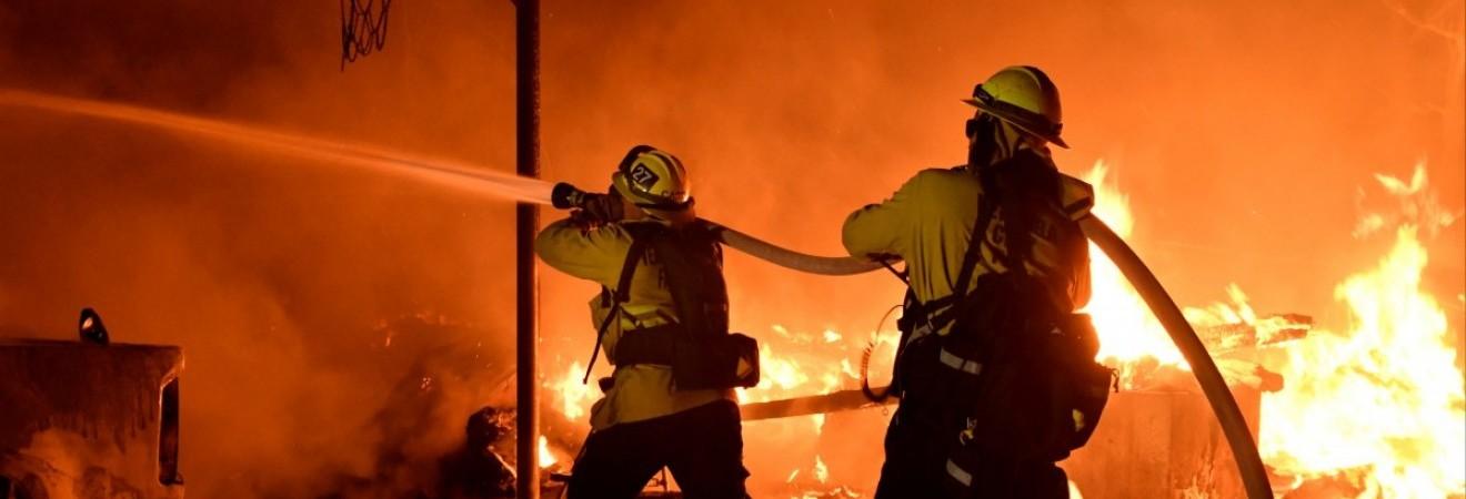 Через лісові пожежі в Каліфорнії евакуювали понад 200 тисяч осіб