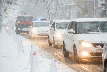 Через снігопад у шести областях України обмежили рух транспорту (карта)