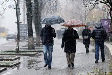 Завтра в Україні місцями пройдуть дощі і мокрий сніг (відеопрогноз)