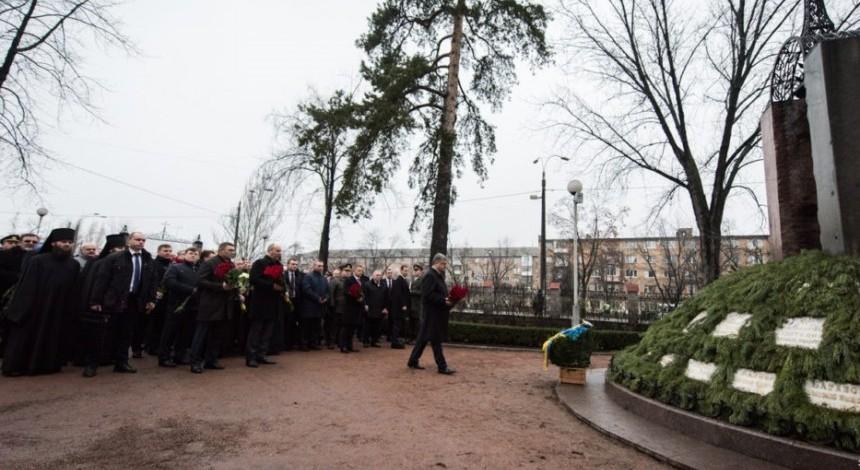 """Представники Церков та влади поклали квіти до пам'ятного знаку """"Воїнам Чорнобиля"""""""
