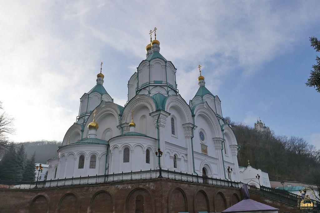 У Святогірську Лавру було доставлено понад 25 тонн гуманітарного вантажу з Чернівецької єпархії УПЦ / news.church.ua