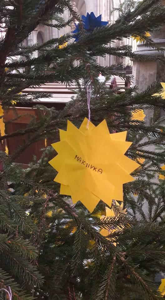 У Соборі святого Віта у Празі ялинку прикрасили у кольорах українського прапора / facebook.com/yevhen.perebyinis