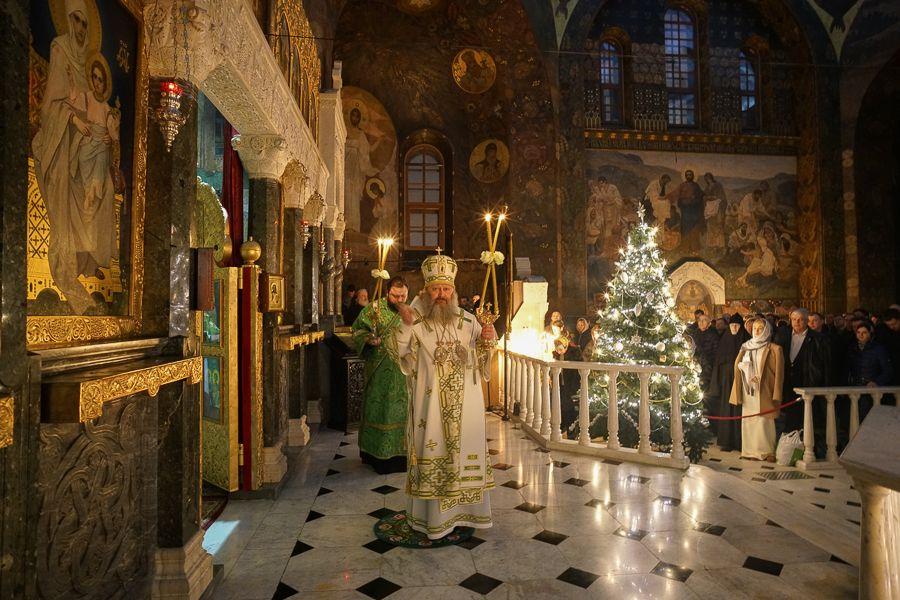 Нічну Літургію з 31 грудня на 1 січня у Святій Успенській Києво-Печерській Лаврі очолив намісник обителі / lavra.ua