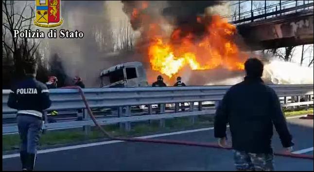В Италии в результате тройного ДТП погибли 6 человек / скриншот из видео