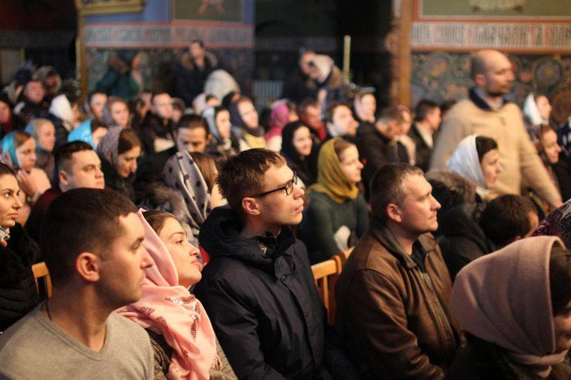 Архіпастирі відповіли на запитання, що хвилюють молодь / pdsem.mrezha.net