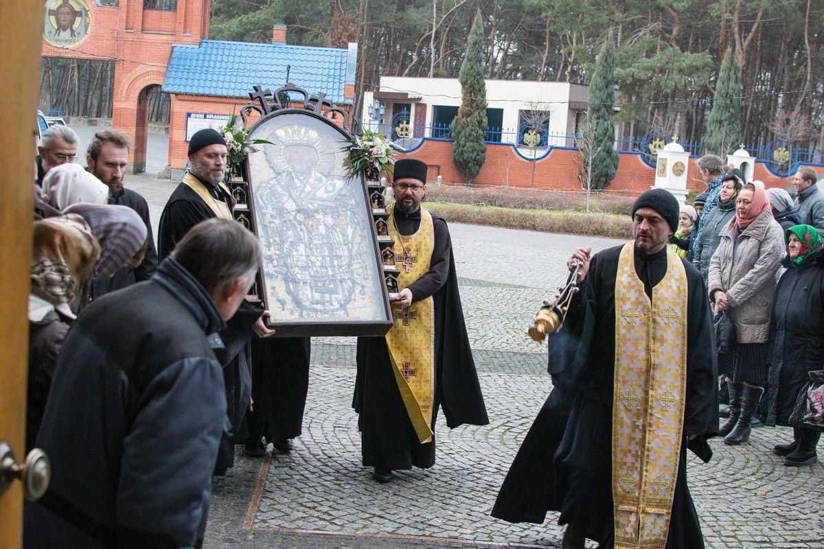 чудотворна ікона перебуватиме у військово-лікарняному храмі військового госпіталю Дніпра з 7 по 10 січня / iverdnepr.blogspot.com