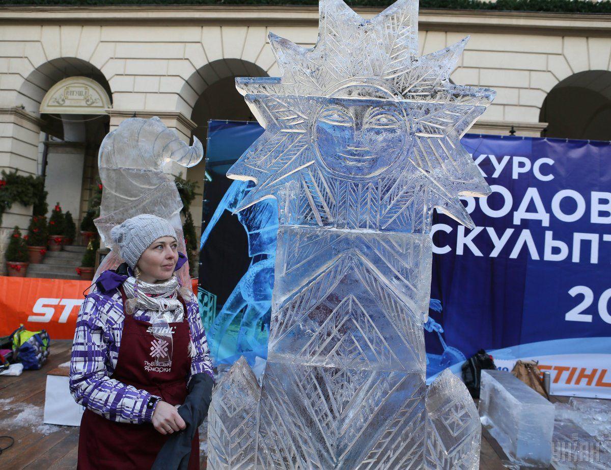 Во Львове прошел конкурс ледовых скульптур / фото УНИАН