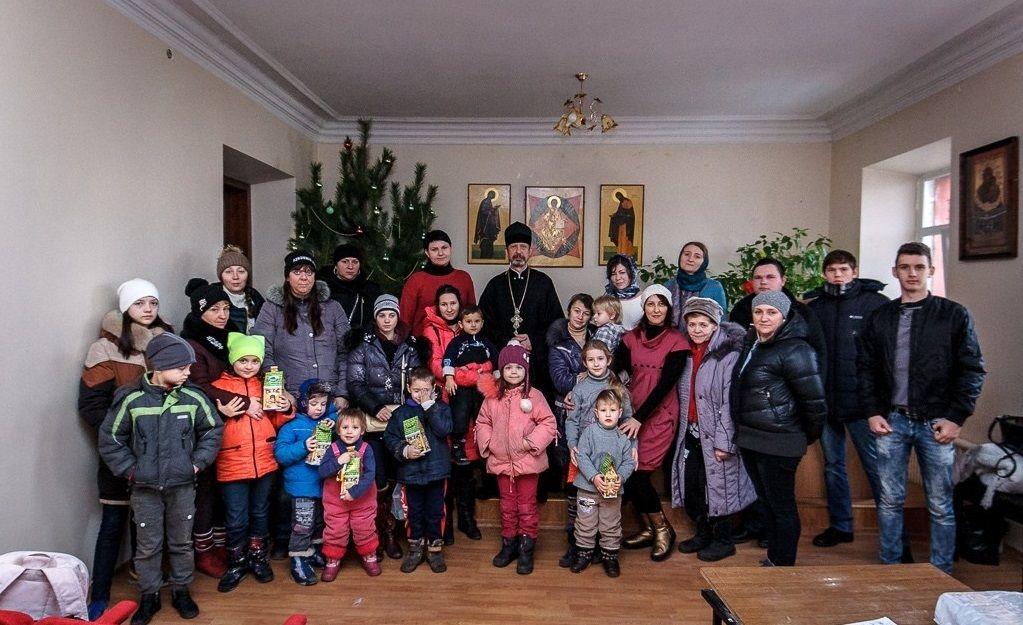 В Харьковской епархии поздравили многодетные семьи и семьи участников АТО с праздником Рождества Христова / eparchia.kharkov.ua