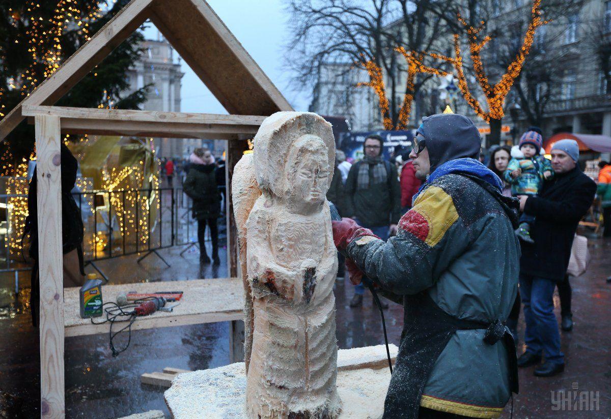 Перший фестиваль різьбленої деревинної скульптури