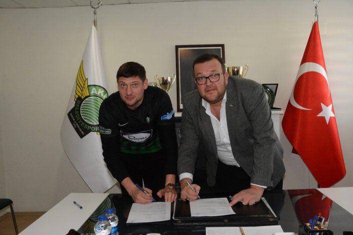 Евгений Селезнев подписал контракт с