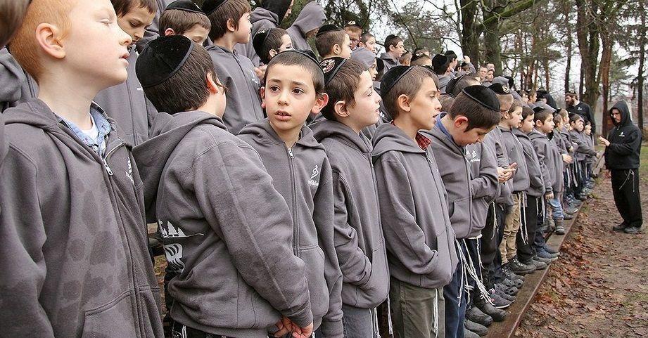 Протягом тижня хлопці активно грали на свіжому повітрі, займалися спортом і єврейськими предметами / djc.com.ua