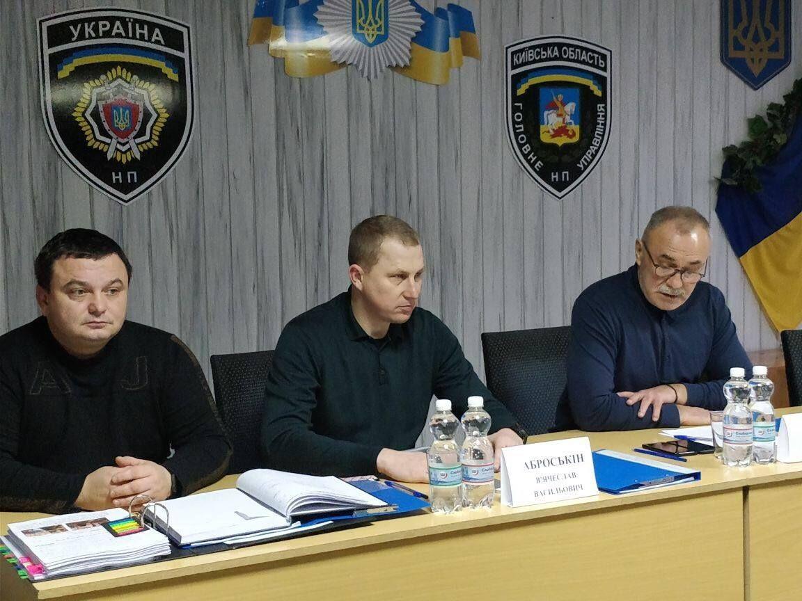 Аброськин во время совещания в Вышгородском отделе полиции / фото facebook.com/Vyacheslav.Abroskin